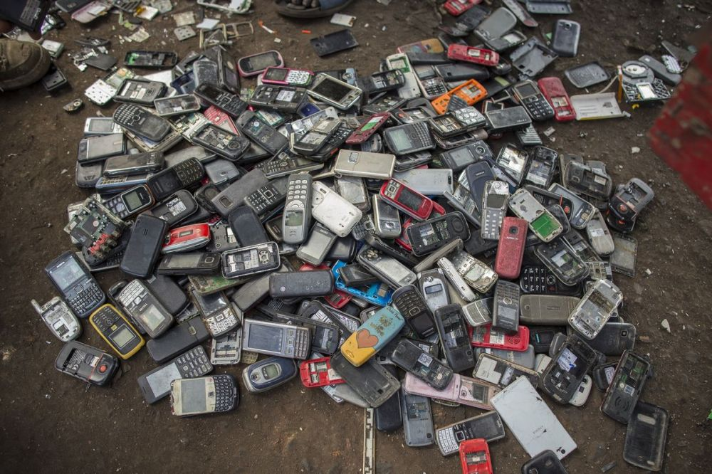 smartphone waste.jpg
